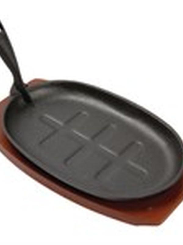 Gietijzeren pan met onderzetter